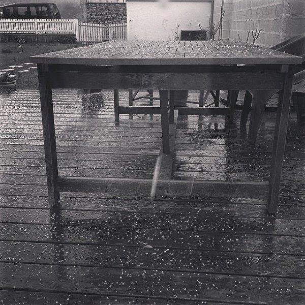 Grêle sur la terrasse